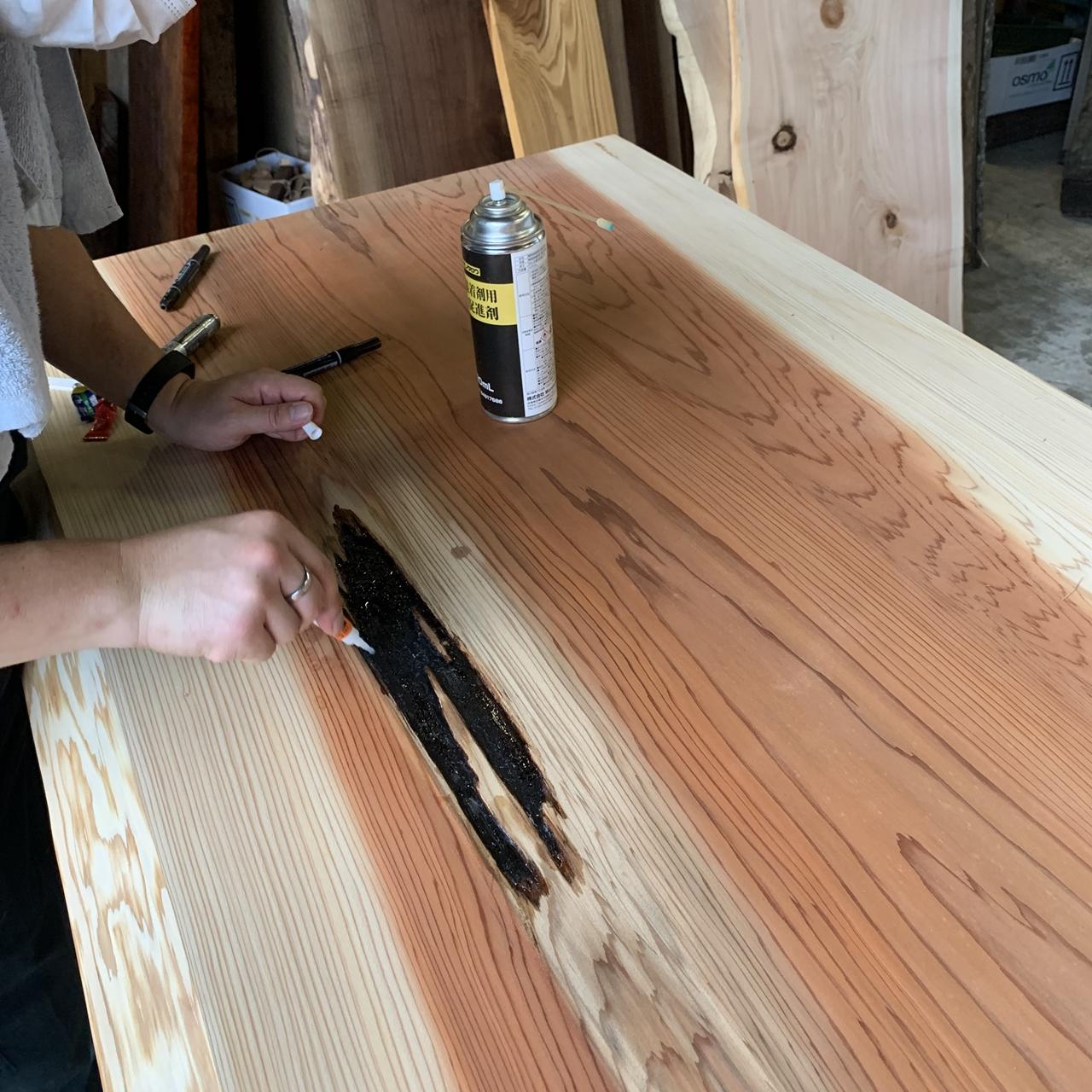 一枚板の補修&オイル仕上げ【杉一枚板テーブル】