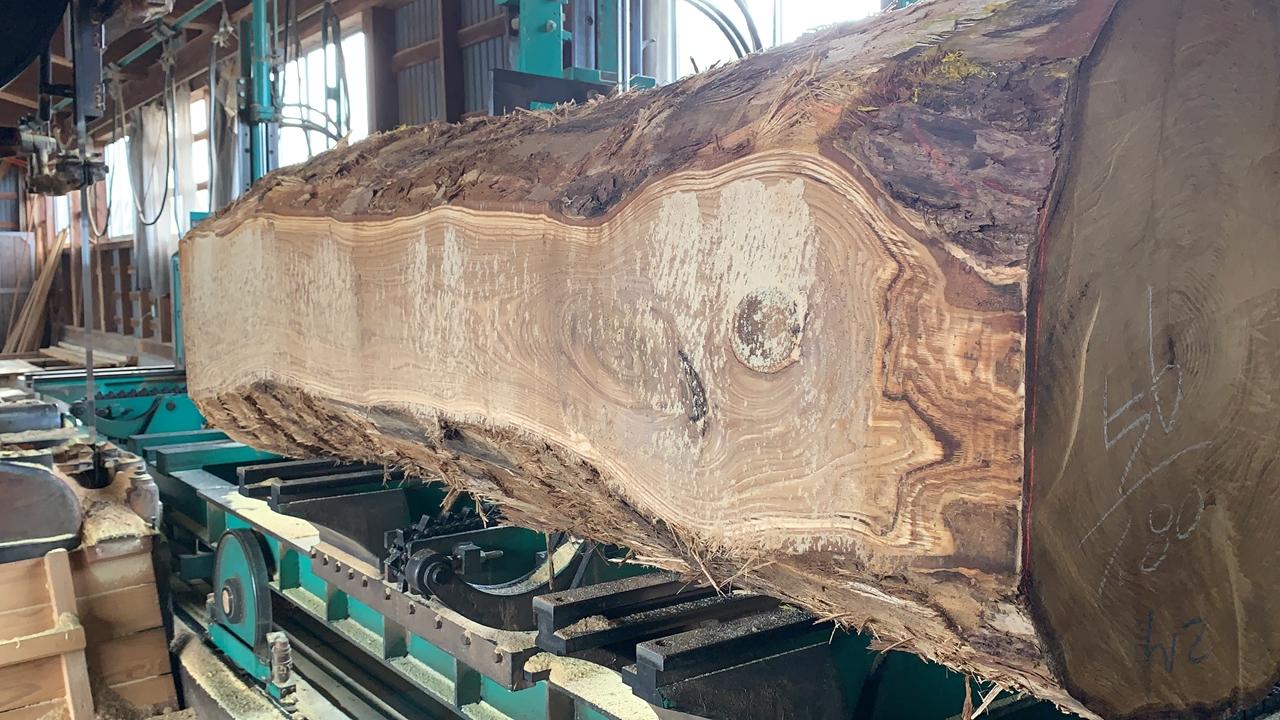 クリ原木の製材