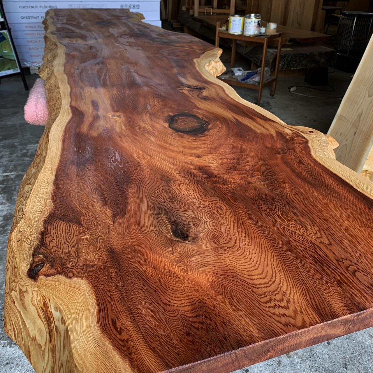 存在感ある高樹齢な杉一枚板
